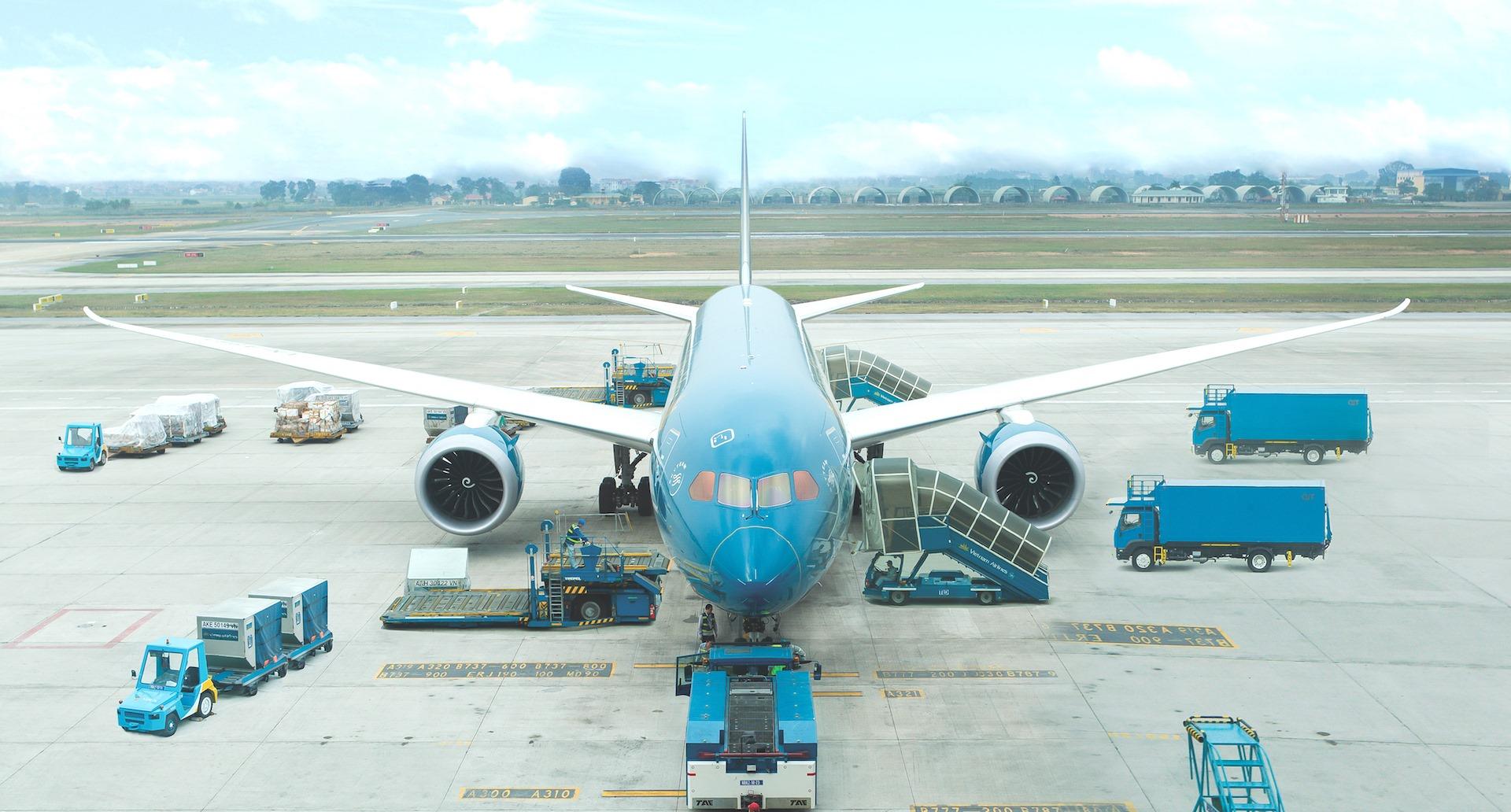 ベトナム航空のフライトアテンダントは悔やむ