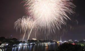ベトナム ハノイを数年ぶりに照らす新年の花火