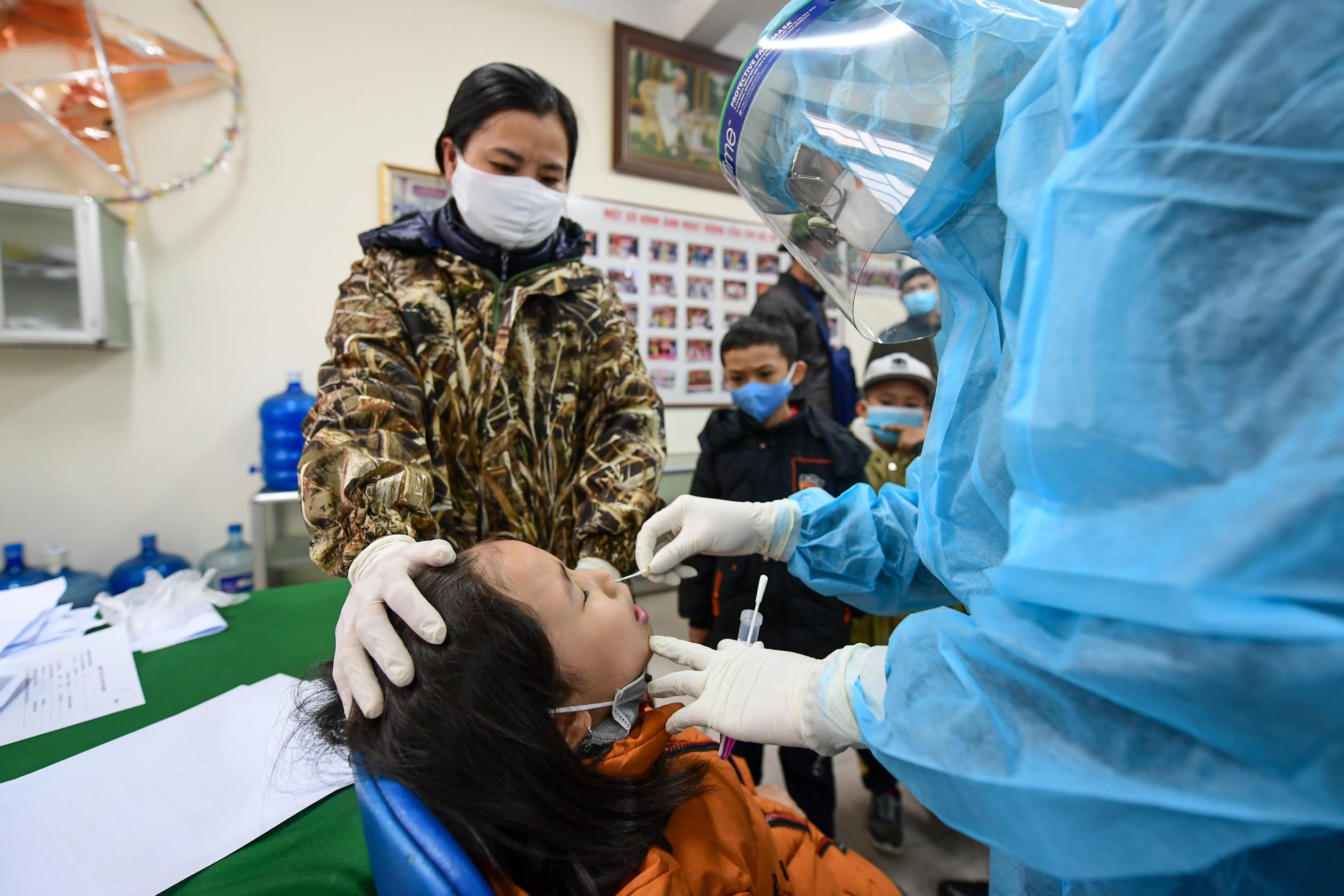 ベトナム 1,000人のハノイの小学生がCovid-19の検査を受ける