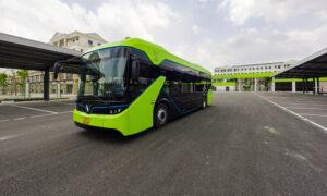 ベトナム初のスマート電気バスサービス開始