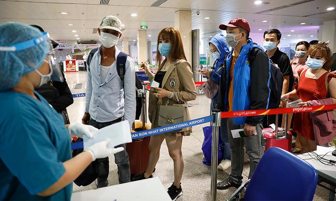 ベトナム タンソンニャット空港は外国からの到着を受け一時停止に