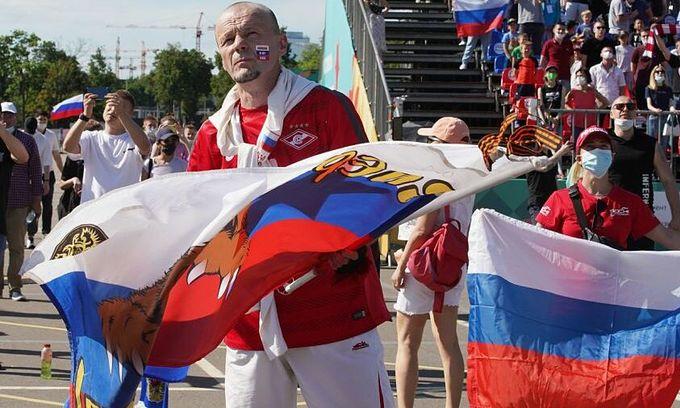 ロシア ユーロファンパスポートの誤用のためにベトナム人旅行者を国外追放
