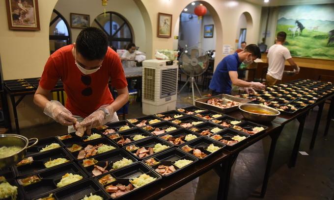 ベトナム ハノイのシェフのグループは、無料の食事を提供
